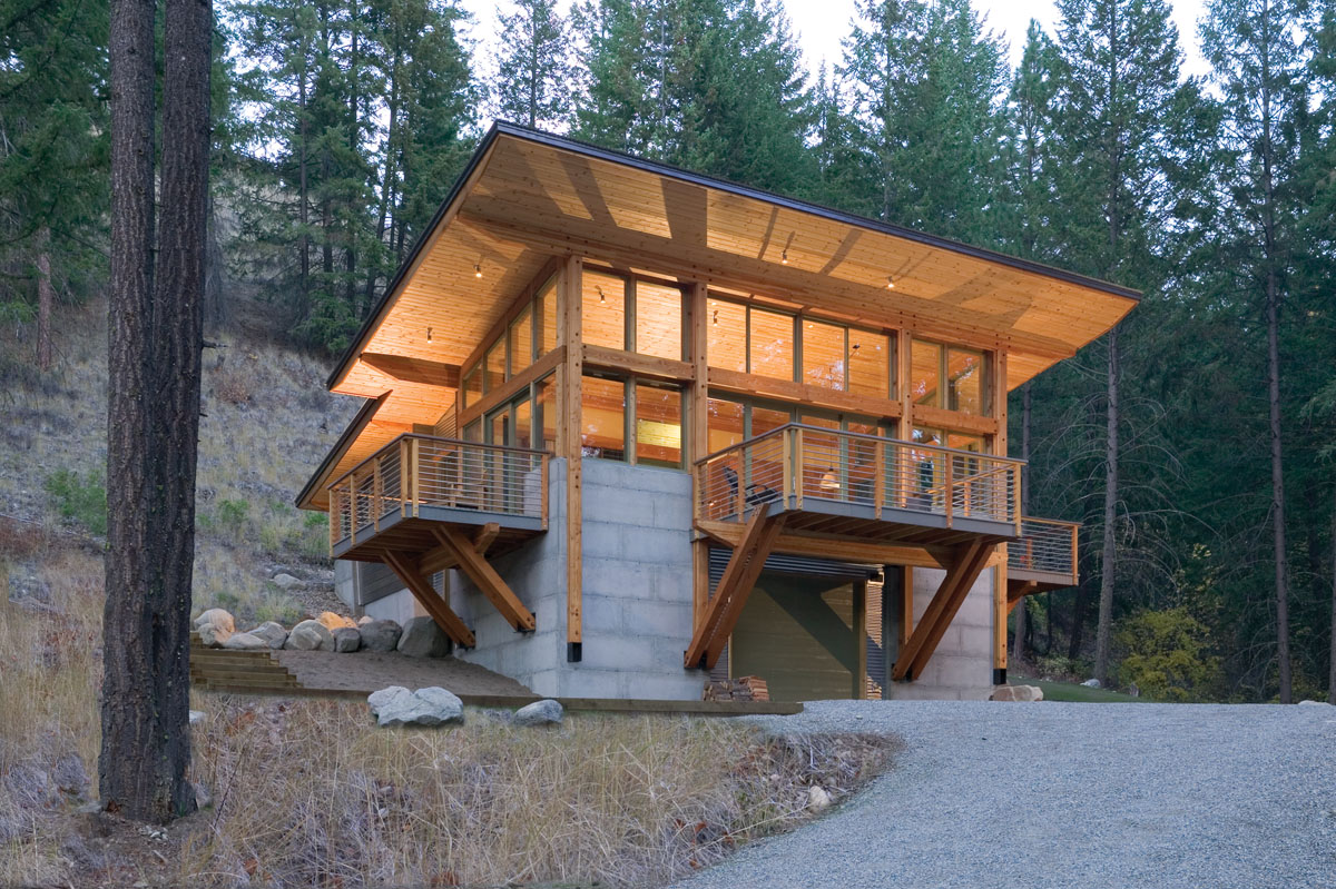 A site should look like its part of the hill not on top of the hill says tom lenchek aia of balance associates in seattle this cabin is nestled into a