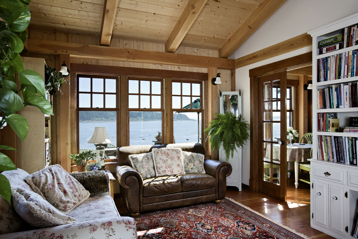 Expert interior design tips for small cabins cottages for Cabin and cottage decor