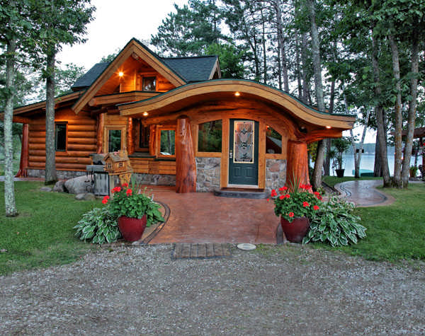 A small cabin built with unique logs for Unique log cabin designs