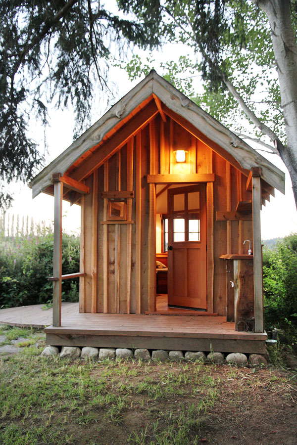 Small one room cabin provides stress release cabin living Tiny cabin