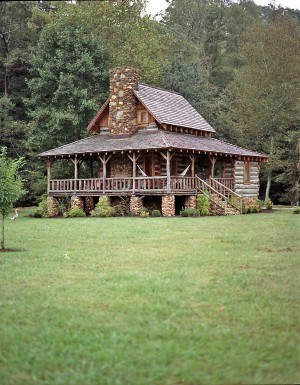 Southern vintage a tobacco barn turned home for Tobacco barn house plans