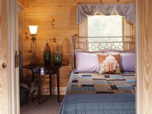8-log-home-bedroom-038
