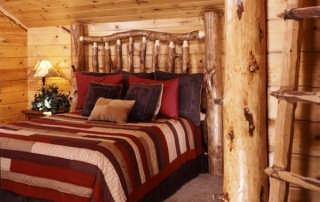 8-rustic-spare-bedroom-we-600x405