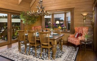 13-wooden-dining-area