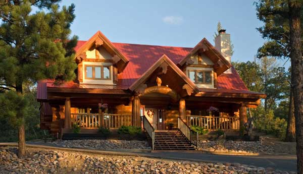 Log home living 39 s 10 favorite small log cabins for New log homes