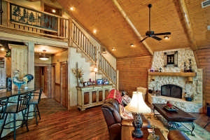 custom-crafted-lakefront-cabin-great-room