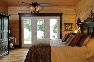 lakeside-log-cabin-master-bedroom