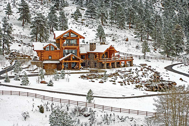 A majestic log home built with big logs for Large log cabin homes