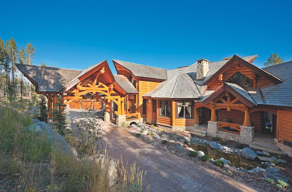 A luxury log home in montana for Luxury timber homes