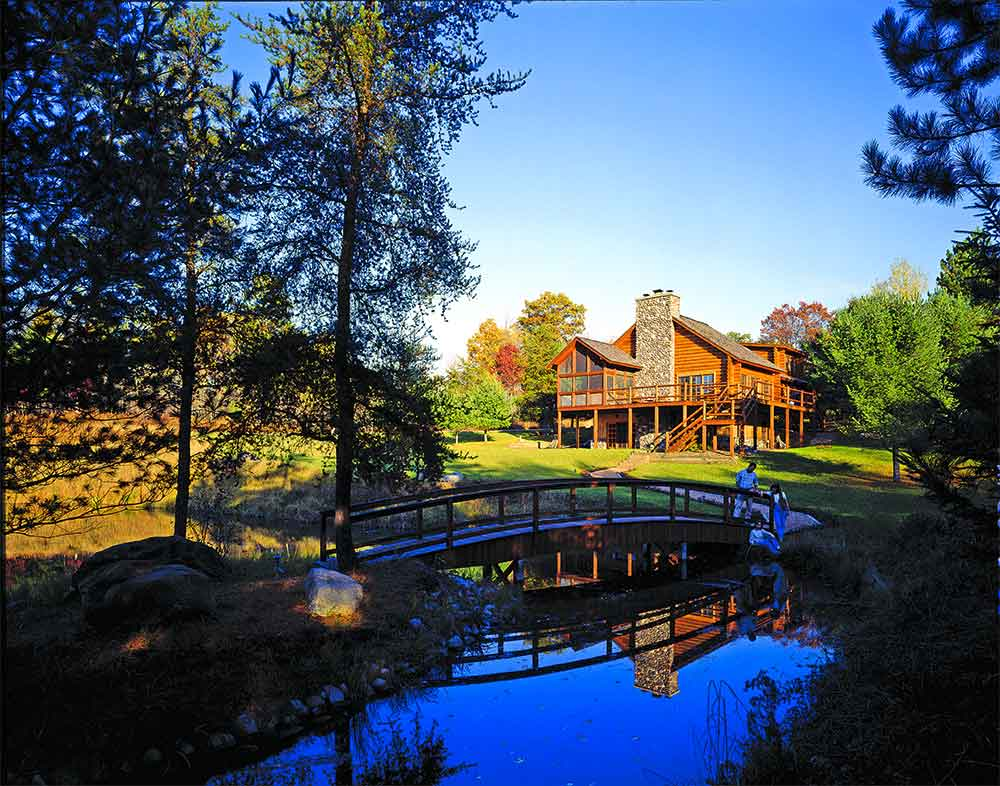 Log Homes in Waterside Settings