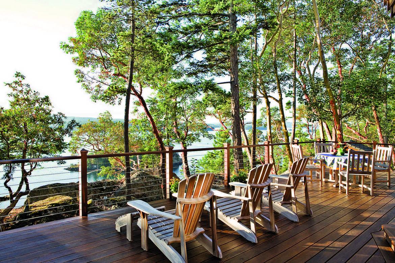 Sitting pretty log home decks and porches for Log cabin porches and decks