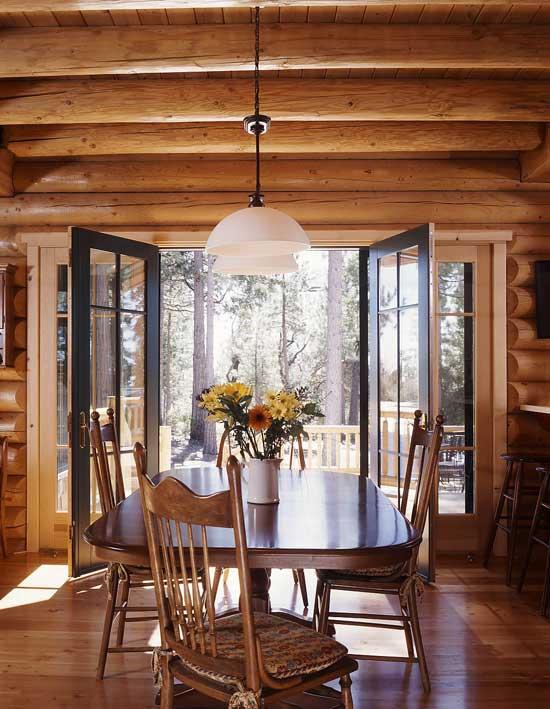 log home retreat dining room