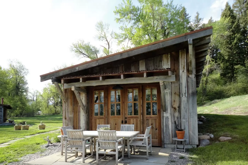 10 Tiny Log Houses You Can Rent