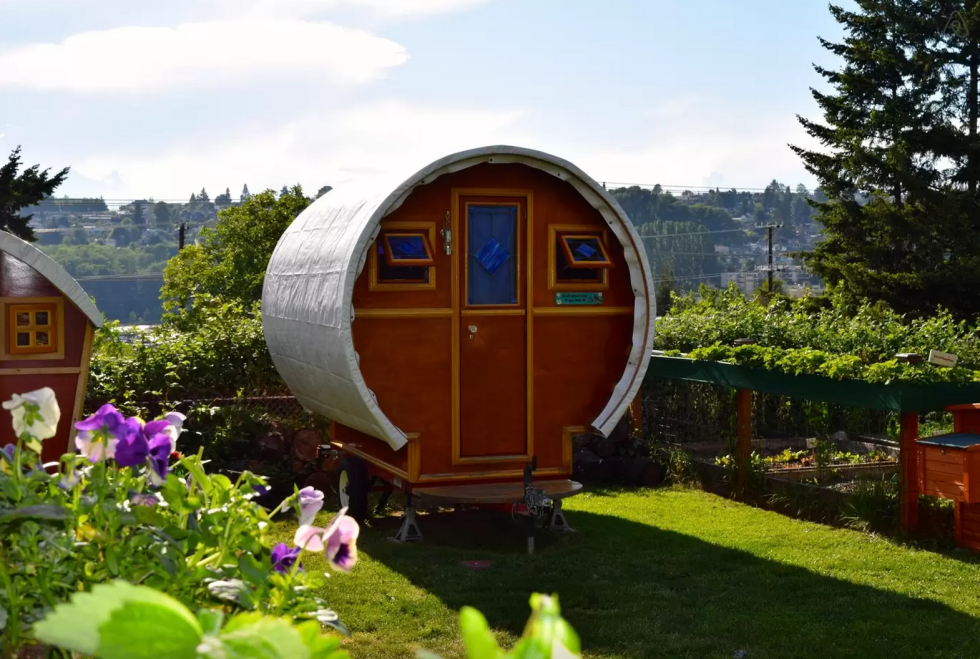 10 tiny log houses you can rent for Small house builders washington state