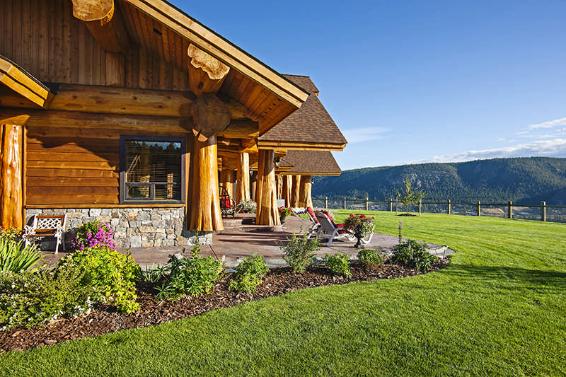 A Luxury Log Home with a Pioneering Spirit