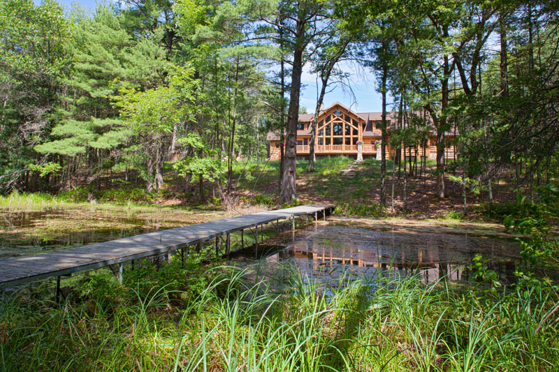 A Waterside Hybrid Log Home in Wisconsin