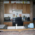 The basement kitchenette before renovations....