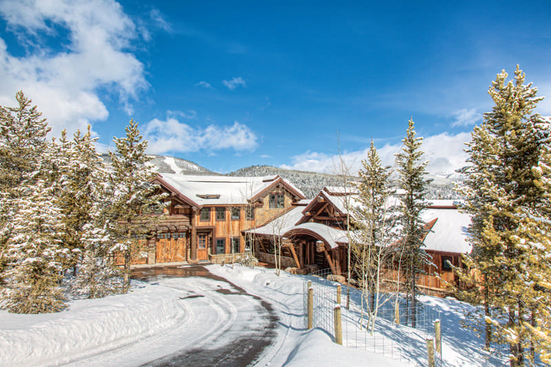 A Luxury Montana Log Home Gets a Huge Update