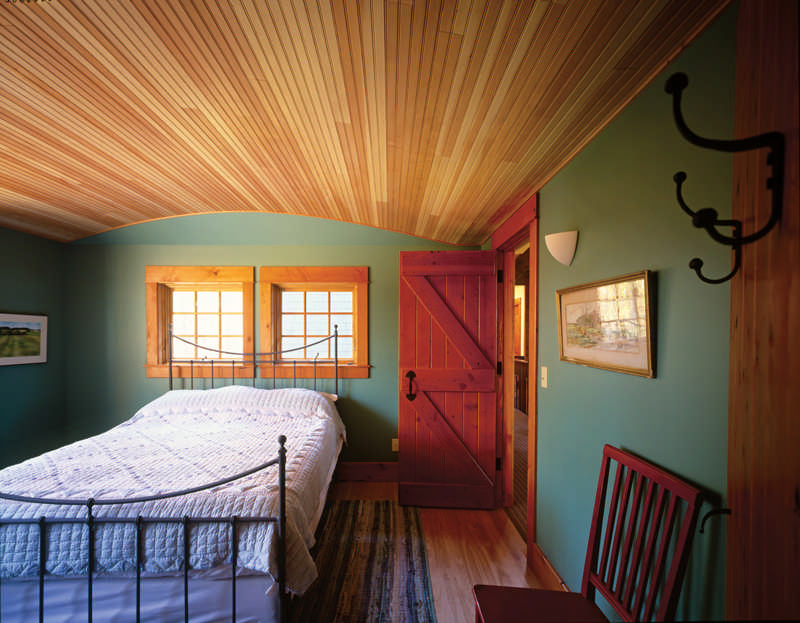 Cabin design idea tin ceilings for Cabin bedroom designs