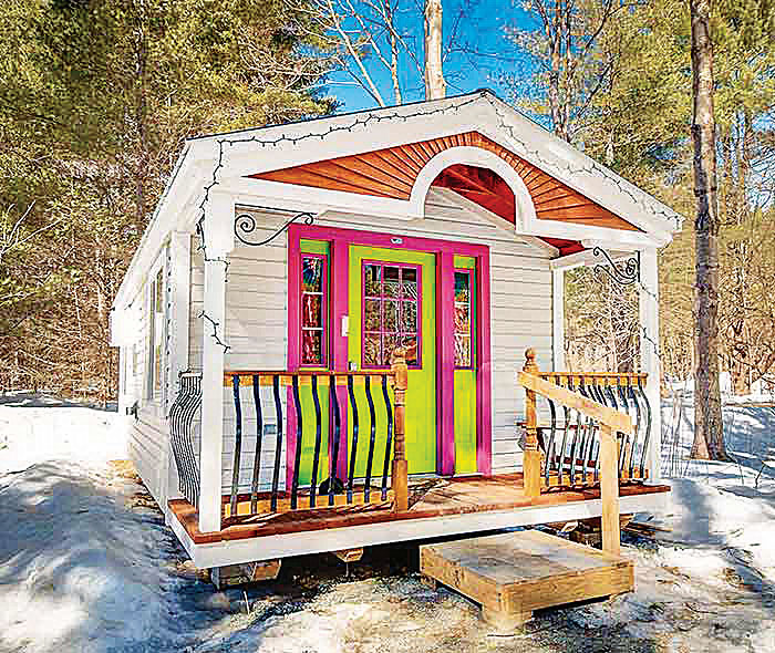 12x26-tiny-house-rental-airbnb-appleblossom-cottage-interior-hirez-home-office5-(2)